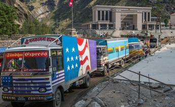 Aside trucks entering nepal from china at rasuwa gadhi inland port meitu 4