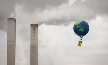 Aside gp0ststsk web hot air balloon over niederaussem power plant