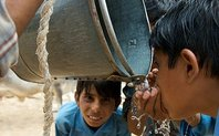 Index children drink water largin