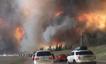 Aside landscape view of wildfire near highway 63 in south fort mcmurray  cropped