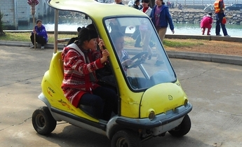 Aside electric car in haikou park