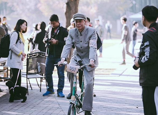 Photographs from Beijing's vintage bike ride