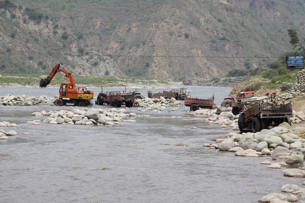 Mining in Poonch river using heavy machinery is destroying river habitats