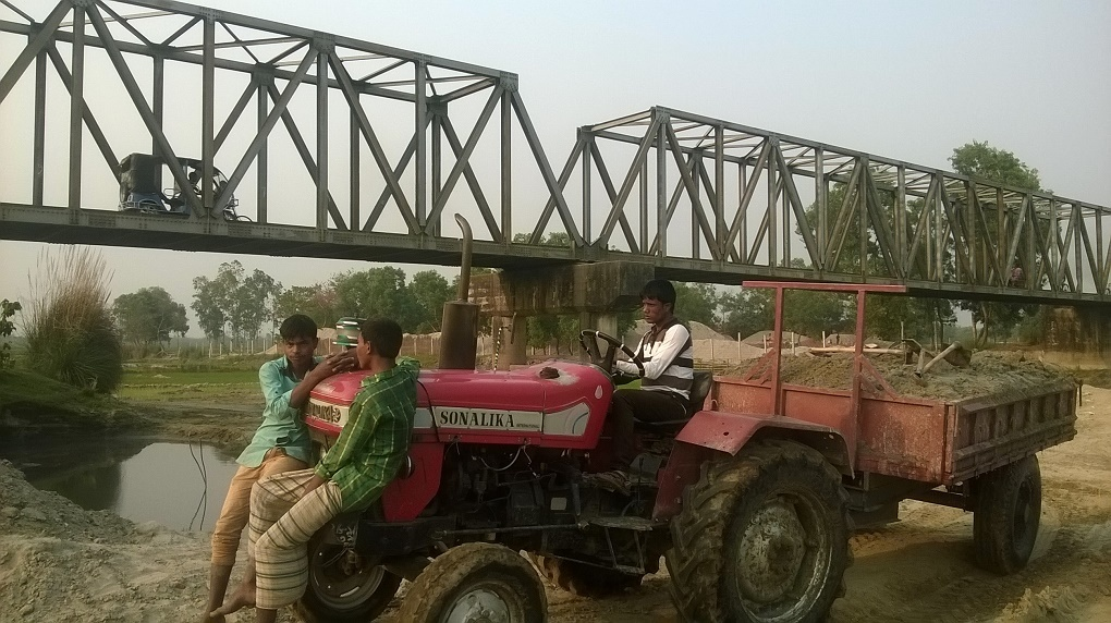 Labourers, allegedly backed by politicians, cart away sand from Jamuneshwari River in Nilphamari