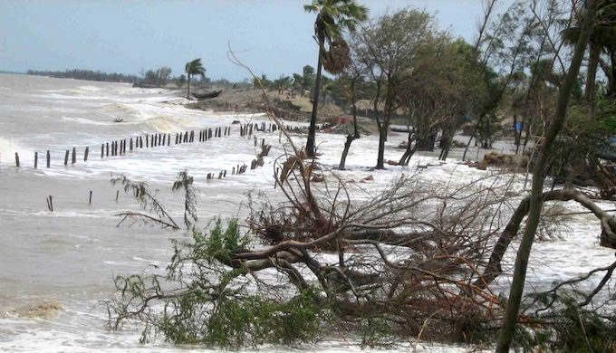 Inflow of tidal waters at Mousuni island in Indian Sundarbans (Image: Arjun Manna / WWF India)