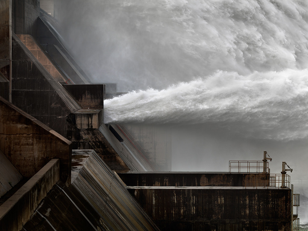Xiaolangdi Dam on the Yellow River, Henan Province (Photo by Sjonnie van der Kist )