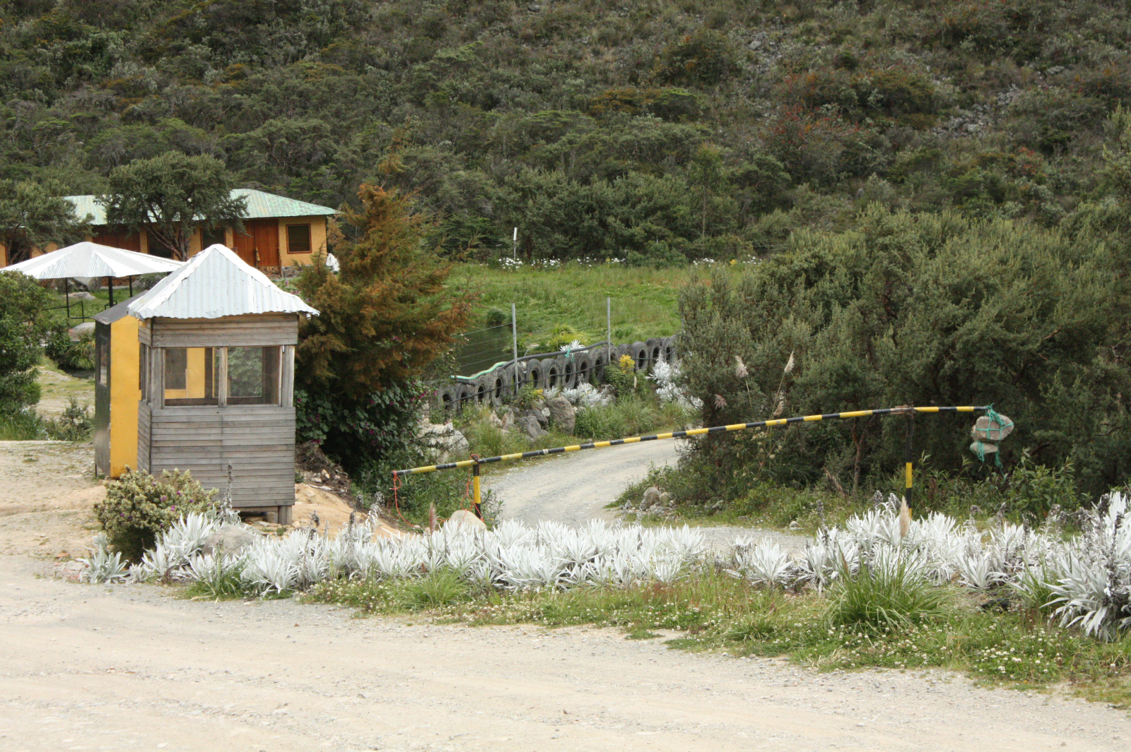 Both the company and the community have control over barriers that control access to one of the two roads to Río Blanco. (Image: Andrés Bermúdez Liévano)