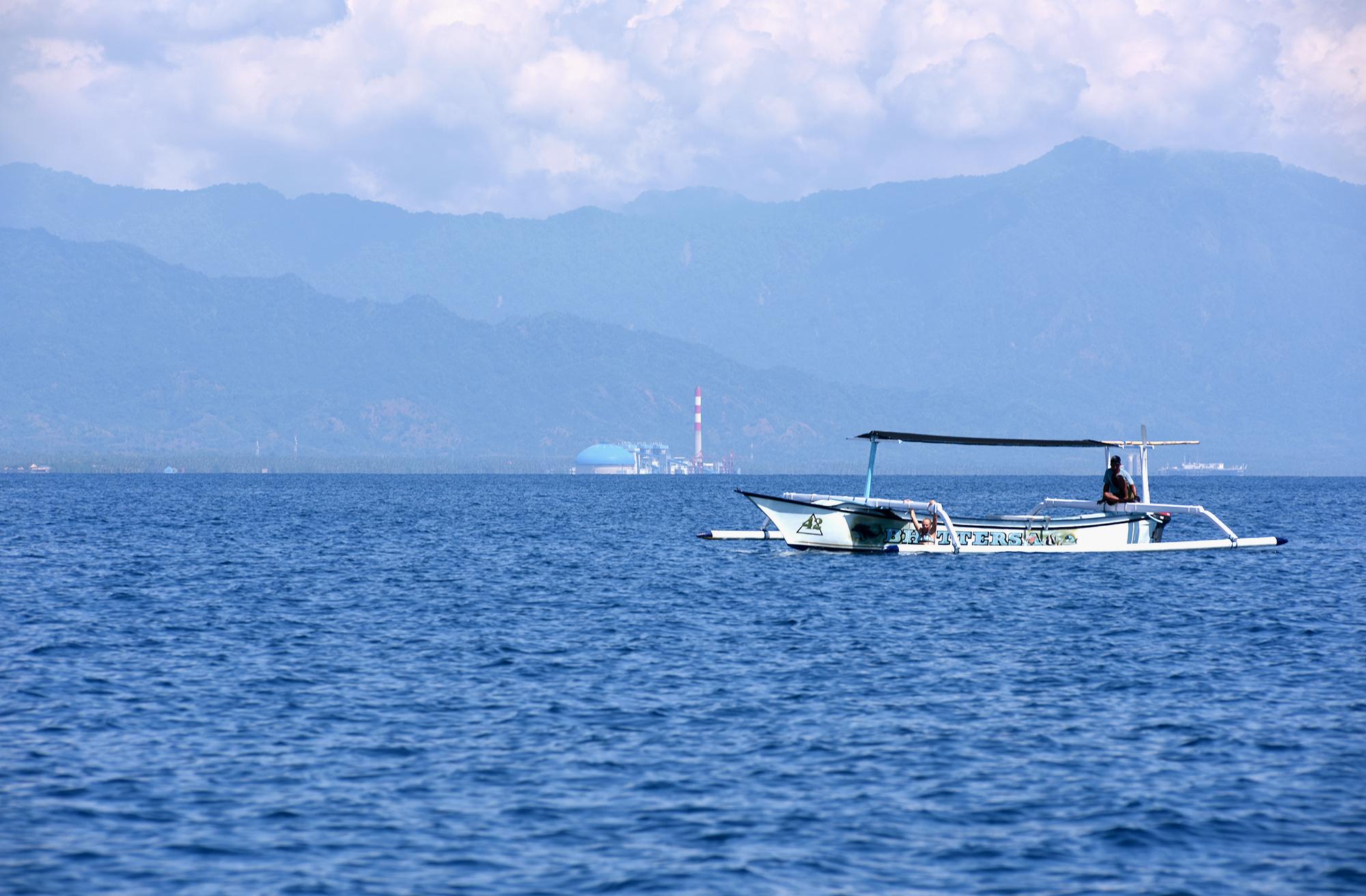 赏鲸游船。如今在瑟罗坎巴望海滩附近已越来越难看到海豚和鲸鱼的踪迹。图片来源:Ade Dani