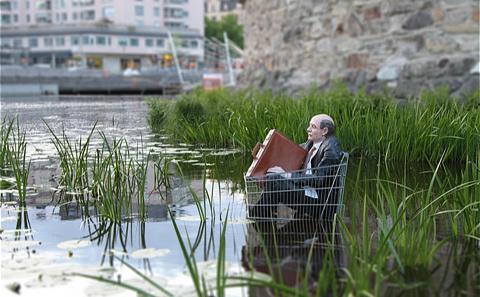 Main 3 isaac cordal slowly sinking sweden 2013 meitu 3
